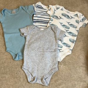Set of 4 Bodysuits in like new condition